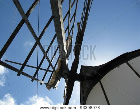 A white wind mill in Tiscamanita