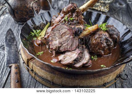 lamb knuckles in wine sauce