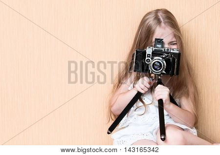 The Little girl shoots on rare camera