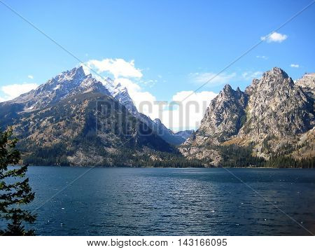 Jenny Lake at the foot of Cascade Canyon in Grand Teton National Park (Wyoming, USA)