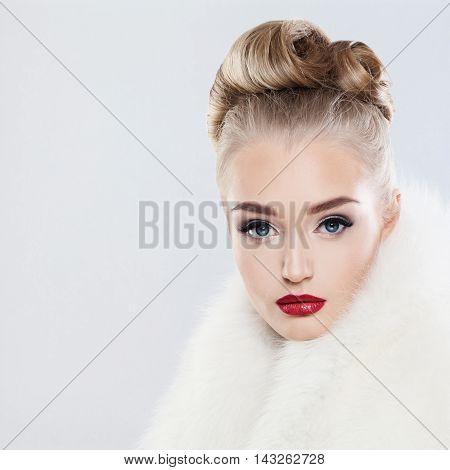 Glamorous beautiful Fashion Woman on gray background