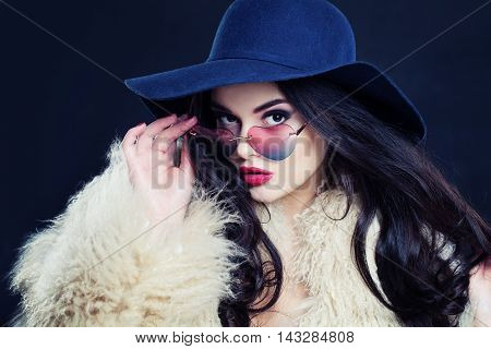 Fashion Portrait of Sexy Lady in Hert Sunglasses