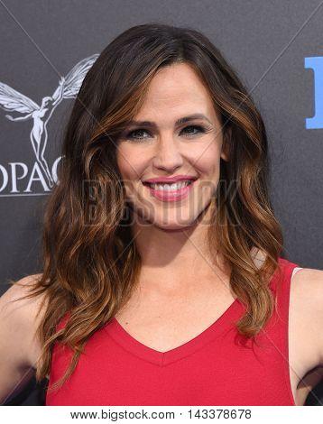 LOS ANGELES - AUG 01:  Jennifer Garner arrives to the