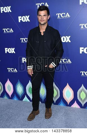 LOS ANGELES - AUG 08:  Taylor Lautner arrives to the FOX Summer TCA Party 2016 on August 08, 2016 in West Hollywood, CA