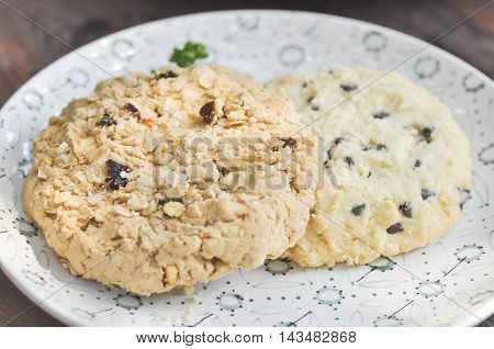 Oatmeal Raisin Cookie and chocolate chip cookie dish