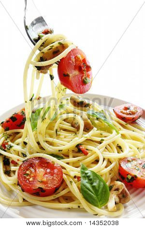 Spaghetti with a sauce of pesto, cherry tomatoes, chili peppers and mushrooms.