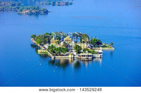 Jag Mandir Palace On Lake Pichola In Udaipur, India