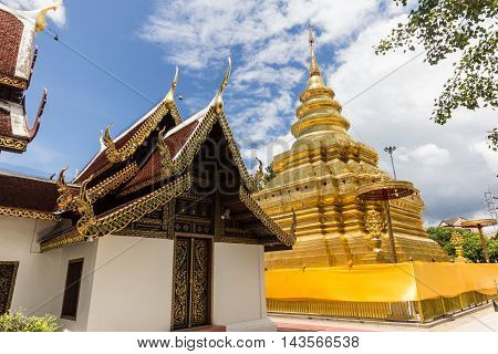 Golden stupa in Wat Phra That Si Jom Thong