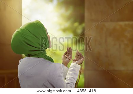 Young Asian Muslim Woman Look Beauty Wearing Hijab Style