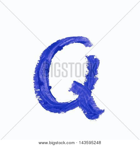 Single q latin letter symbol drawn with a wax crayon isolated over the white background