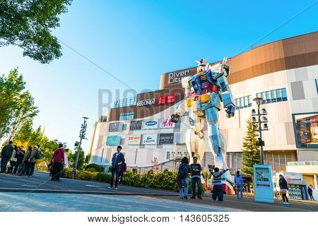 Full size Gundam Performances Outside DiverCity Tokyo Plaza, Odaiba, Tokyo, Japan - 27 November 2015: It is 18m tall The sculpture of famous anime franchise robot, Gundam.