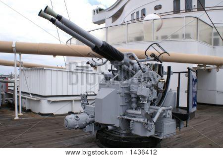 Queen Mary World War Two Gun