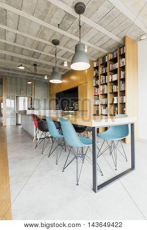 Intriguing Raw Design Of A Metropolitan Loft