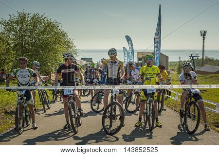 KHVALYNSK - MAY 9, 2016: Group of cyclists near the finish line at XCM highland marathon track championship 'Match of Russian cities' on May 9, 2016 in Khvalynsk, Saratov region, Russia.