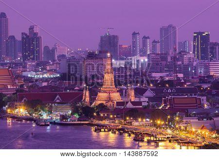 Bangkok landmark Wat arun in twilight time