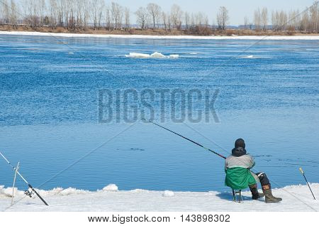 River flood fishermen. Torn river ice fishermen. River with the last ice fishermen on the ice. Russia Tatarstan Kama river in early spring