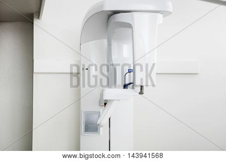 White Modern Panoramic Xray Machine In Dentistry