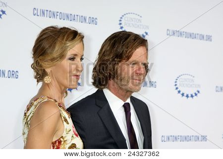 .LOS ANGELES - OCT 14:  Felicity Huffman, William H. Macy arriving at the Clinton Foundation