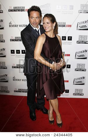 LOS ANGELES - OCT 14:  Robert Downey Jr and wife Susan arriving at the 25th American Cinematheque Award Honoring Robert Downey Jr. at the Beverly Hilton Hotel on October 14, 2011 in Beverly Hills, CA