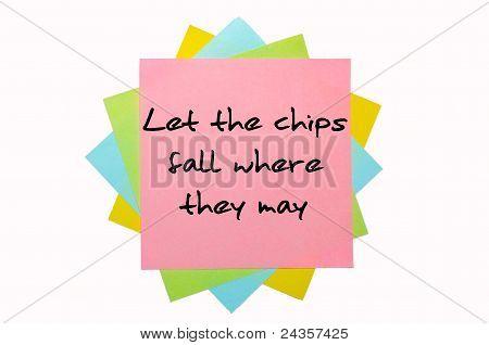 """Sprichwort """"lassen Sie die Chips fallen, wo sie können"""" geschrieben auf Haufen von Haftnotizen"""