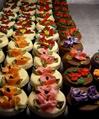 Cupcakes With Frosting Flowers