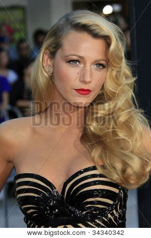 LOS ANGELES - JUN 25:  Blake Lively arrives at the