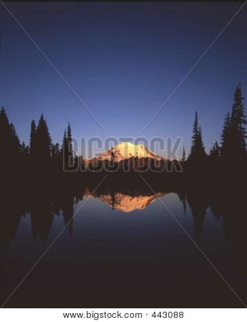 Mount Rainier & Tipsoo Lake(vertical)