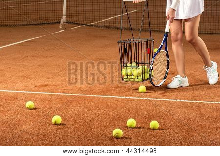 Training tennis equipment