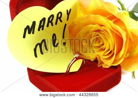 postal with a yellow rose and declaration of love on a white background
