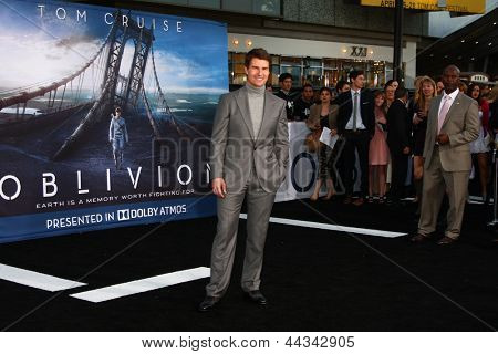 LOS ANGELES - APR 10:  Tom Cruise arrives at the