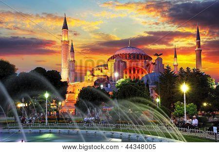 Isntanbul - Aya Sofia bei dramatischen Sonnenuntergang
