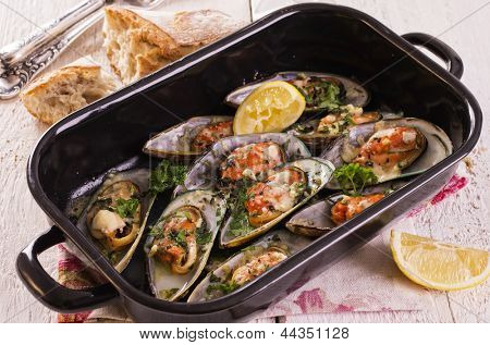 mussels baked with parmesan