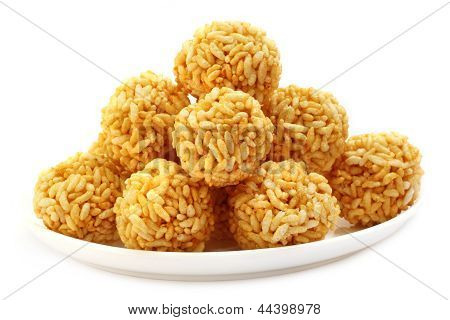 Puffed rice with molasse