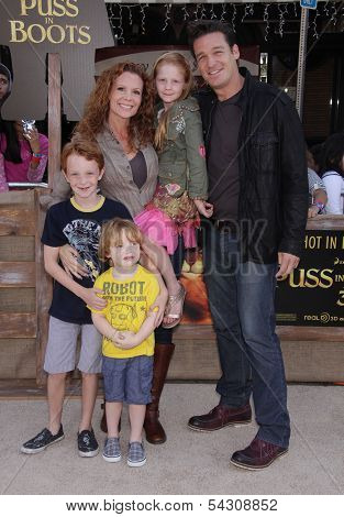 LOS ANGELES - OCT 22:  ROBYN LIVELY, BART JOHNSON & KIDS arrives to the