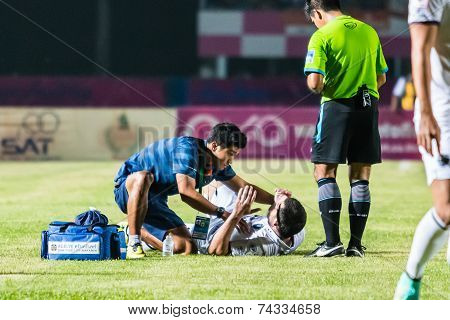 Sisaket Thailand-october 15: First Aid Team Of Buriram Utd. (blue) In Action During Thai Premier Lea