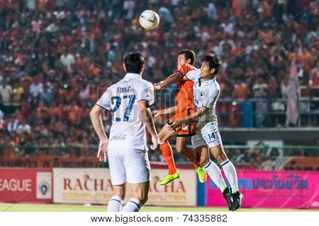 Sisaket Thailand-october 15: Santirat Viang-in Of Sisaket Fc. Head The Ball During Thai Premier Leag