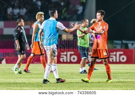 Sisaket Thailand-october 15: Players Of Sisaket Fc. And Buriram Utd. Show Good Sportsmanship After T