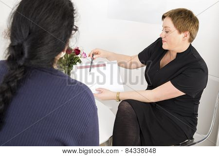 Therapist with customer at body shape clinic