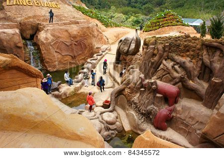 Dalat, Vietnam Tourism, Sculpture Tunnel