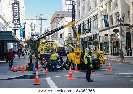 San Francisco, Us - Sept 22, 2010: Municipal Workers Make City Infrastructure Service Activity At Do