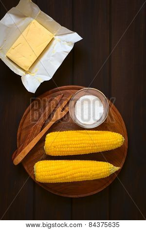 Cooked Corn on the Cob with Salt and Butter