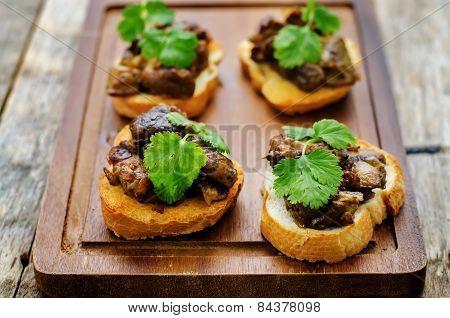 Bruschetta With Roasted Mushrooms