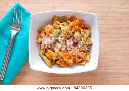 Bowtie Pasta With Chicken And Fresh Tomatoes In A Creamy But Hea