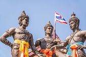 picture of three kings  - The Three Kings Monument at old town Chiang Mai  - JPG