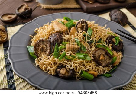 Chinese Noodles With Chicken And Shitake