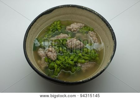 Vegetable soup with cowslip creeper and minced pork