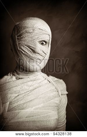 female mummy retro style