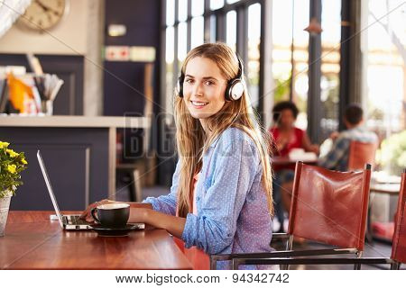 Young woman using computer at a coffee shop