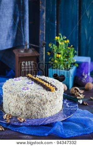 Cake with walnuts and poppy seeds