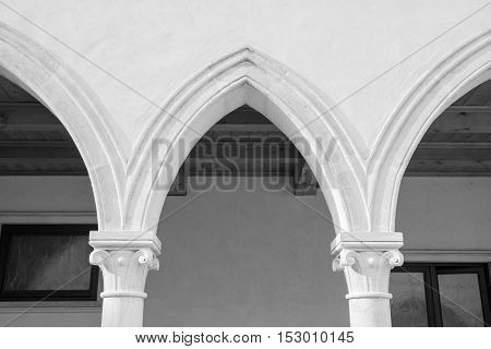 Detail of rectangular cloister with Gothic arches and marble columns.